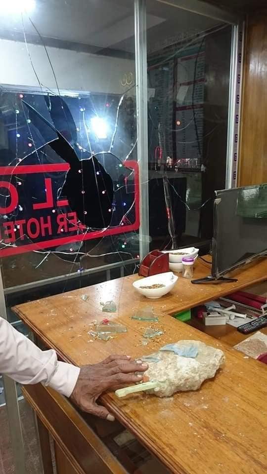 ভালুকায় বেতন ভাতার দাবীতে লিও ফ্যাশন র' শ্রমিকদের সড়ক অবরোধ