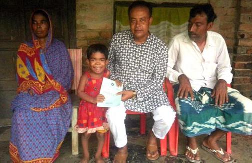 ঝিনাইদহের সাধুহাটী ইউনিয়নের স্বনামধন্য চেয়ারম্যান কাজী নাজির উদ্দীন প্রতিবন্ধির কার্ড করে দিলেন