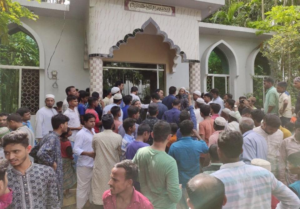 কক্সবাজারে মসজিদে ঢুকে মুসল্লিকে কোপাল মাদক ব্যবসায়ীরা